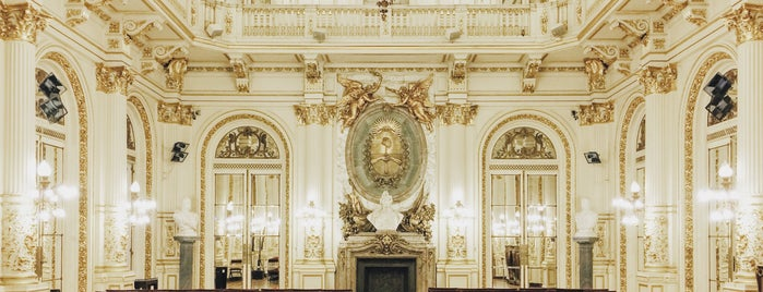 Salón Blanco - Palacio de Gobierno is one of En la Ciudad.