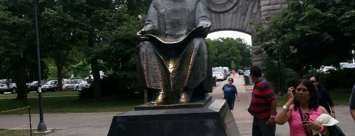 Nikola Tesla Statue is one of Niagara Falls Trip.