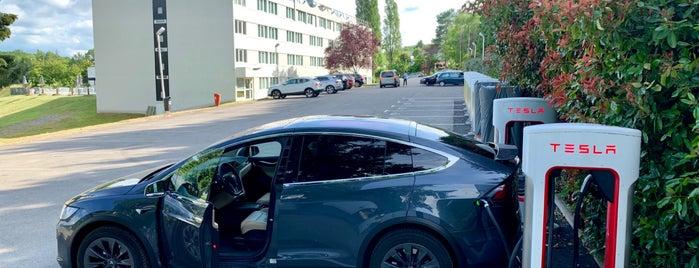 Tesla Supercharger Limoges is one of Tesla France CH B.