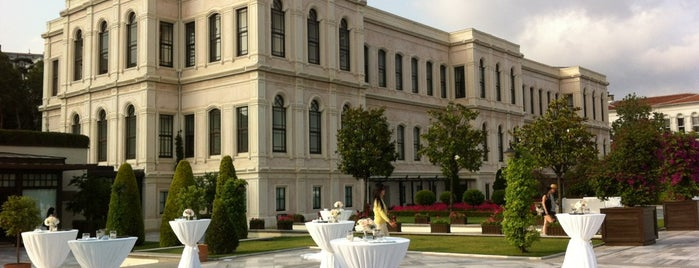Four Seasons Hotel Bosphorus is one of Lugares favoritos de Noura.