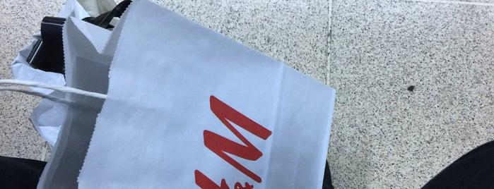 H&M is one of Lieux qui ont plu à Seda.