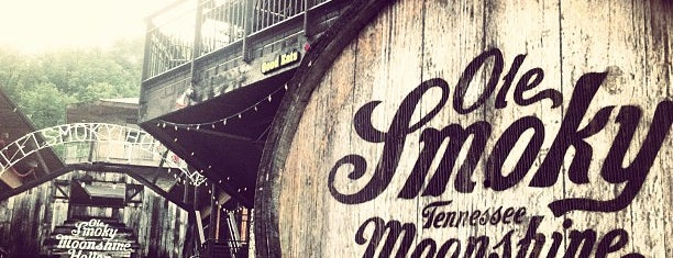 Ole Smoky Moonshine Distillery is one of Lieux sauvegardés par Joshua.