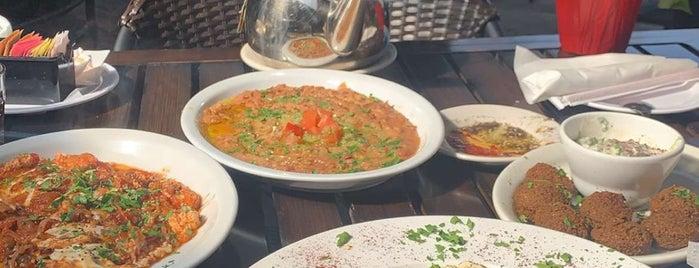 Petra Middle Eastern Cuisine is one of สถานที่ที่บันทึกไว้ของ Emre.