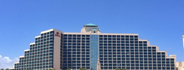 Hilton Daytona Beach Oceanfront Resort is one of Lugares favoritos de McKenzie.