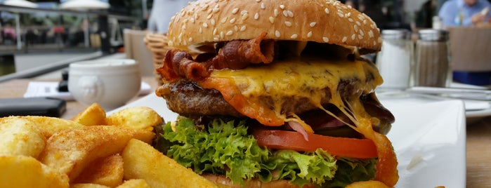 mondnacht - Restaurant, Bar & Café is one of Posti che sono piaciuti a Robert.