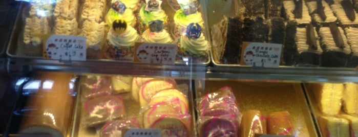 Double Rainbow Bakery is one of Queens.