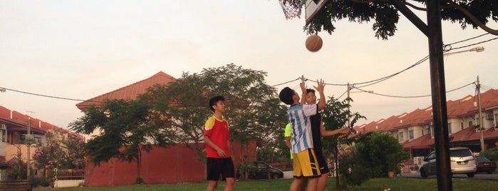 Bandar Puteri Basketball Court is one of @R_Z@¢K°°°®.