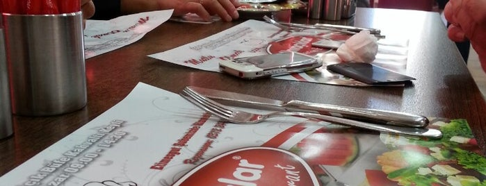 Alnıaçıklar Pastane & Restaurant is one of Posti che sono piaciuti a Hasan.