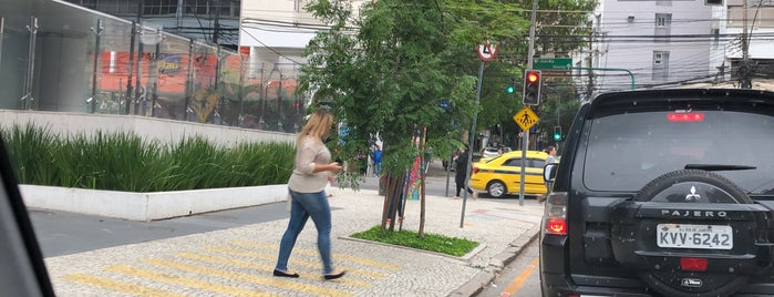 Centro Empresarial Jardim Botânico (CEJB) is one of Marcia : понравившиеся места.