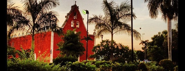 Parque de Itzimná is one of สถานที่ที่ Leo ถูกใจ.