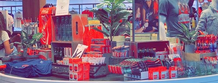 Coca-Cola Store is one of Alan'ın Beğendiği Mekanlar.