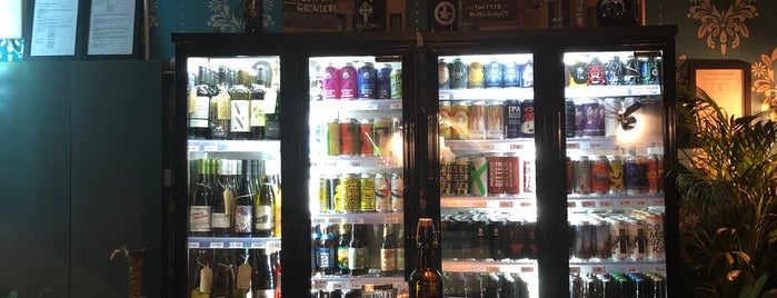 Mother Kelly's Bottle Shop is one of Redstead boozing.