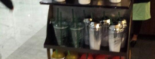 Starbucks is one of Isela : понравившиеся места.