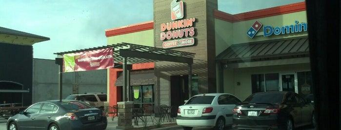 Dunkin' is one of Locais curtidos por Emilio.