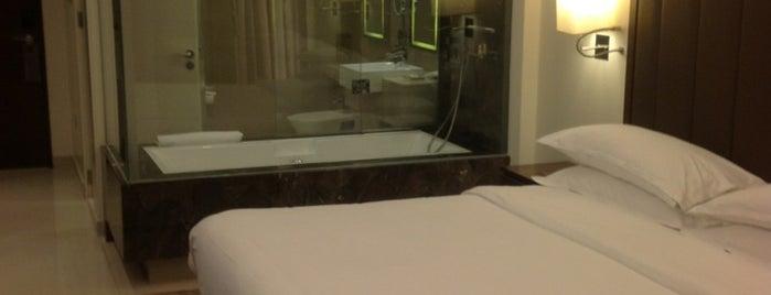 Sheraton Mall of the Emirates Hotel is one of Locais curtidos por Thiago.
