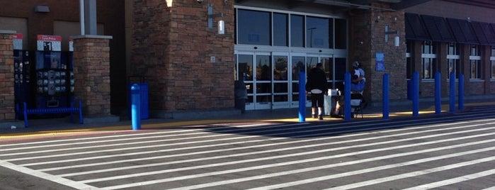 Walmart Supercenter is one of Tempat yang Disukai Stephanie.