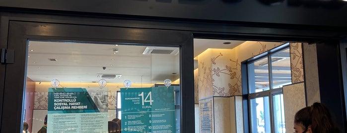 Starbucks O135 Karacabey Istanbul Yönü is one of Lugares favoritos de Metin.