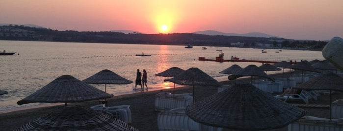 Teos Ormancı Tatil Köyü is one of สถานที่ที่บันทึกไว้ของ Burak.