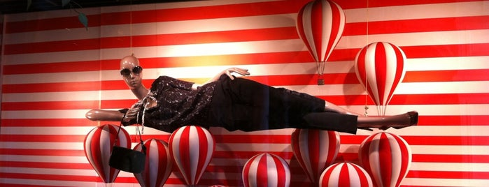 Louis Vuitton is one of Катя'ın Beğendiği Mekanlar.
