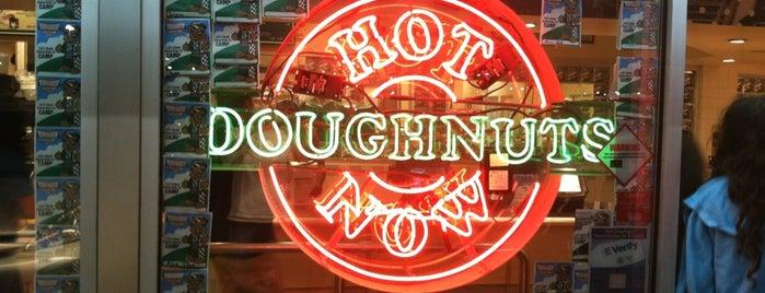 Krispy Kreme Doughnuts is one of Orte, die Lara gefallen.