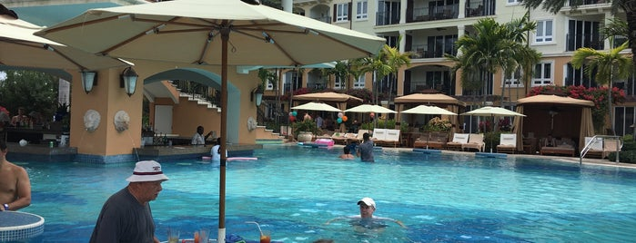 Pool at Italian Village Beaches Turks & Caicos is one of Andrew 님이 좋아한 장소.