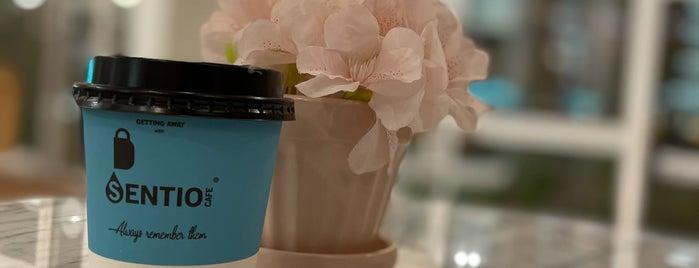 Sentio Cafe is one of Lugares guardados de Queen.