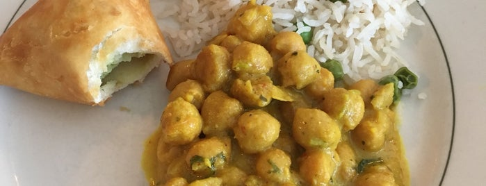 Simi's India Cuisine is one of Lieux qui ont plu à Maria.