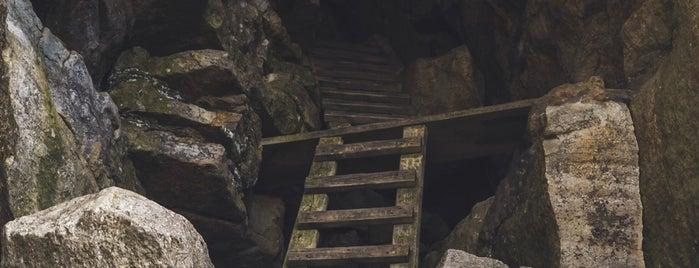 The Labyrinth Hiking Trail is one of สถานที่ที่ Greg ถูกใจ.