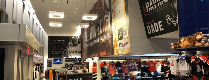 New Era Team Store is one of Val 님이 좋아한 장소.