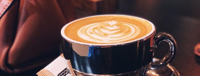 Docharkheh Cafe | كافه دوچرخه is one of Lugares favoritos de H.