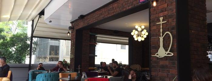 Hokka Plus Cafe is one of Gökçe'nin Beğendiği Mekanlar.