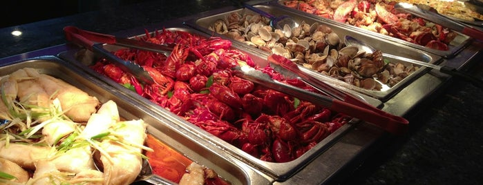 Nippon Grill And Seafood Buffet is one of Lieux qui ont plu à Monique.
