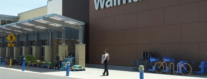 Walmart Supercenter is one of Tempat yang Disukai Jessica.