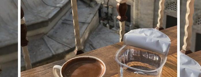 Aşiyan Kitap Kahve is one of Gidilip görülmesi gereken mekanlar.