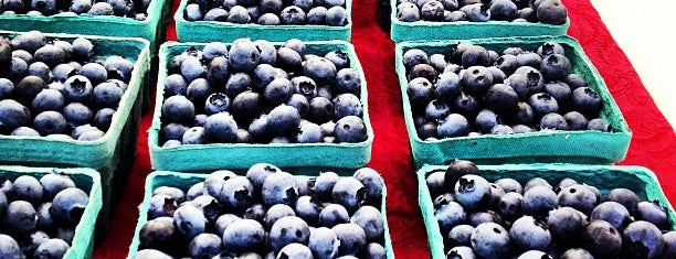 Orenco Farmer's Market is one of Tempat yang Disukai Jennifer.