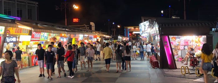 Streets of Chinese Cuisine is one of สถานที่ที่ phongthon ถูกใจ.