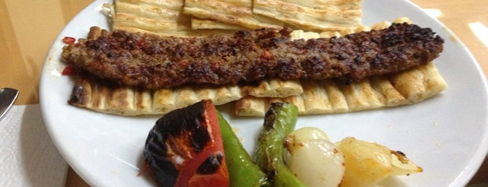 Öz Adana Kebap is one of Lugares favoritos de Numan.