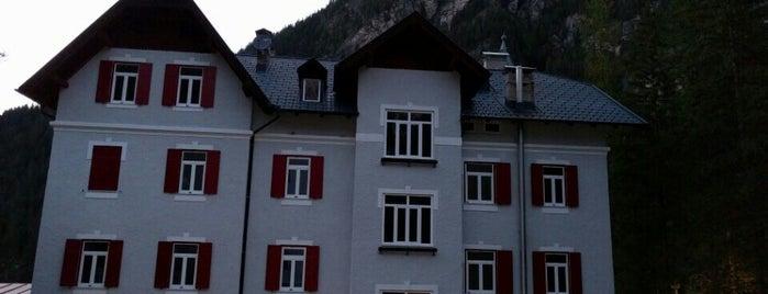 Casa per ferie Croda Rossa is one of Lugares favoritos de Gianluca.