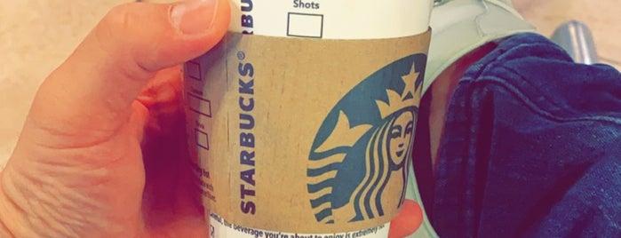 Starbucks is one of Lugares favoritos de Maha.