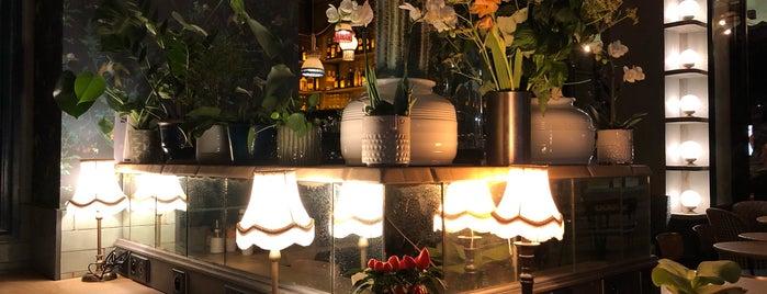 Café Pasteur is one of Lugares favoritos de Sasha.