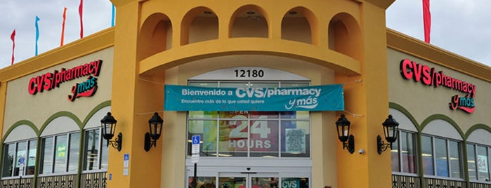 CVS pharmacy y más is one of Stephanie 님이 좋아한 장소.