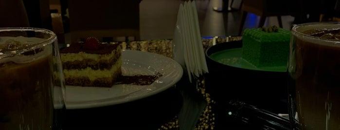 Joe's Cafe is one of Locais salvos de Queen.