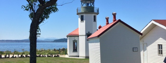 Alki Lighthouse is one of Places to fix.