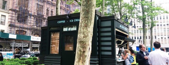 Joe Coffee Company is one of Orte, die Andres gefallen.
