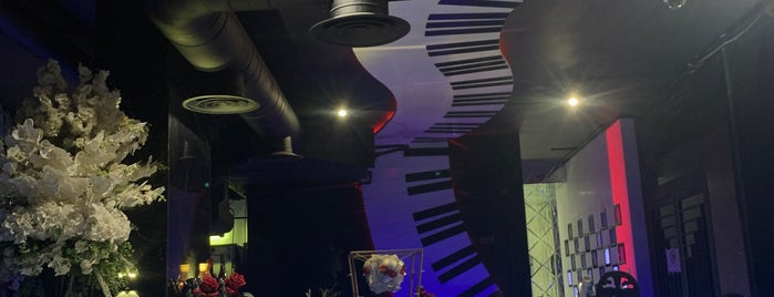 Piano Lounge is one of Riyadh cafes & restaurants.
