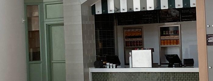 Café du Monde is one of Lugares favoritos de Stephen.