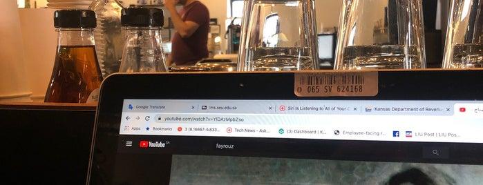 Reverie Coffee Roasters & Founder's Bakery is one of Sarah'ın Beğendiği Mekanlar.