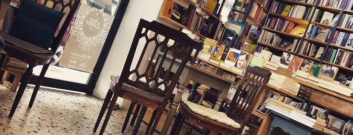 Little Tree Books & Coffee is one of Posti che sono piaciuti a Panagiotis.