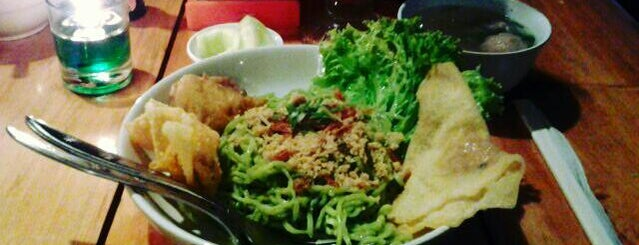 Cwie Mie Malang / Roellie's Steak is one of 주변장소4.