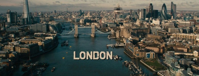 Tower Bridge is one of RED 2 (2013).